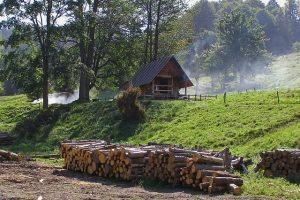 hut-1448051_640